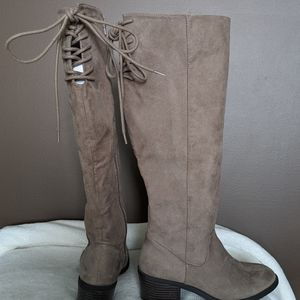 LE CHÂTEAU Tall Knee Back Laced Up High Boots